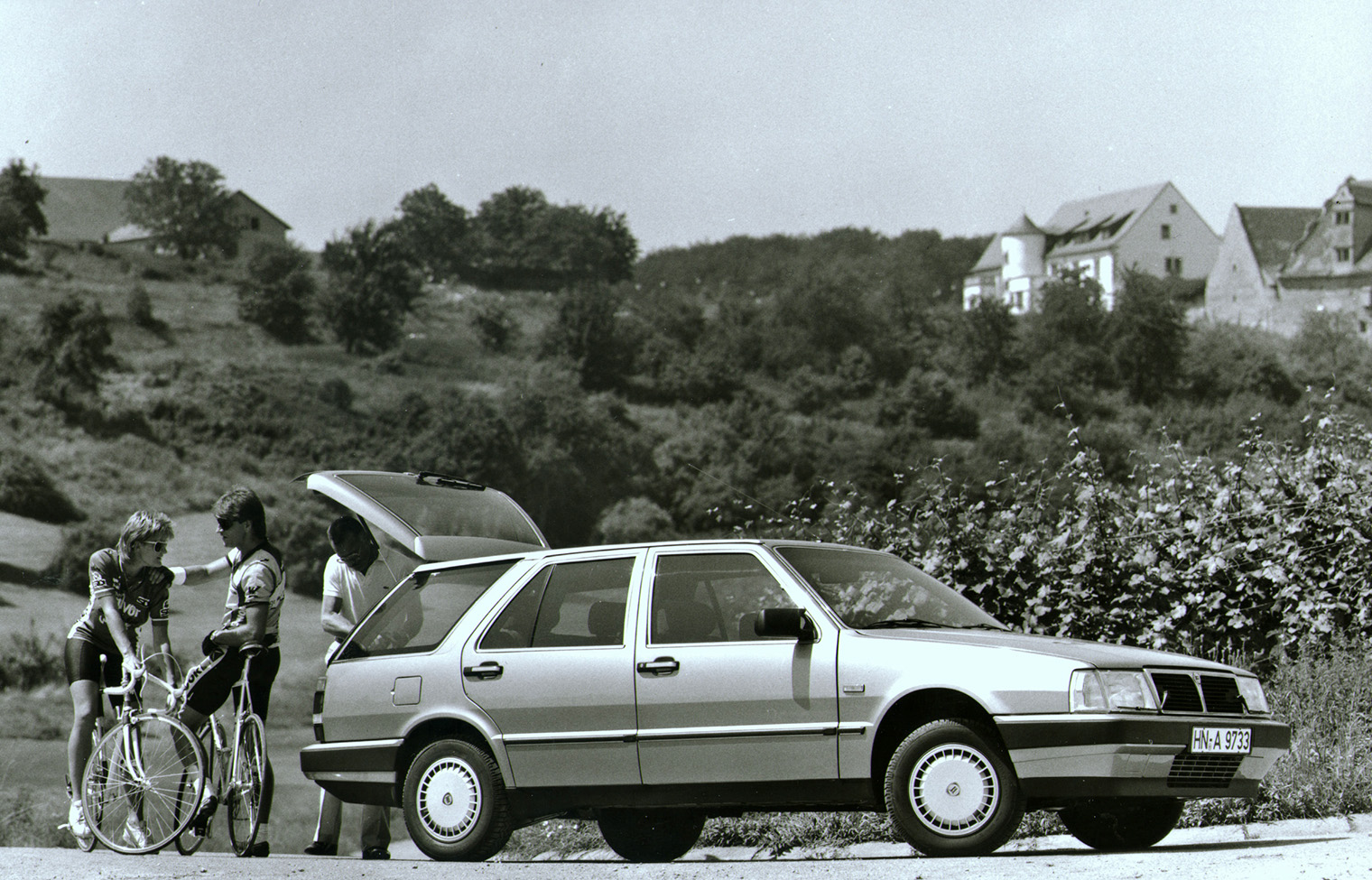 http://kraniel.com/wp-content/uploads/2014/02/LHA138-Thema-S.W.-2.4-Turbodiesel-S-1.-Serie-1986-1988.jpg